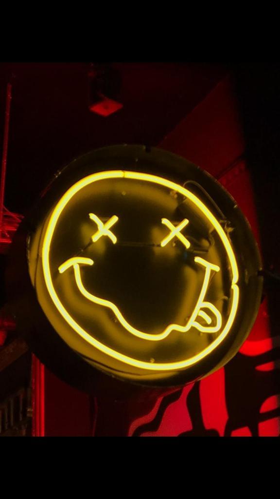smily face nirvana neon